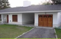c418, Casa en Venta En Villa General Belgrano, con amplios ambientes.